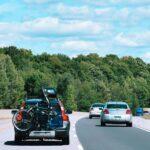 Która opcja bagażnika rowerowego jest lepsza? Na hak czy też na tylną klapę?